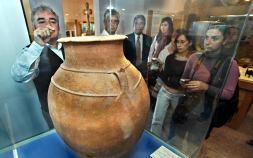 La tinaja en el Museo Arqueológico de Dénia (Foto: Las Provincias)